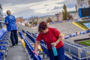 почистване на стадион